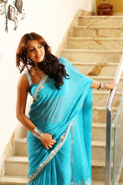Actress Sanjana Hot Saree Photos
