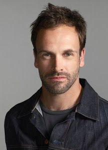 Jonny Lee Miller Follows Geno's World On Twitter