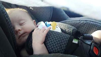 bayi tertidur lelap