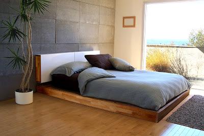 Kamar Tidur Utama Dekat Jendela