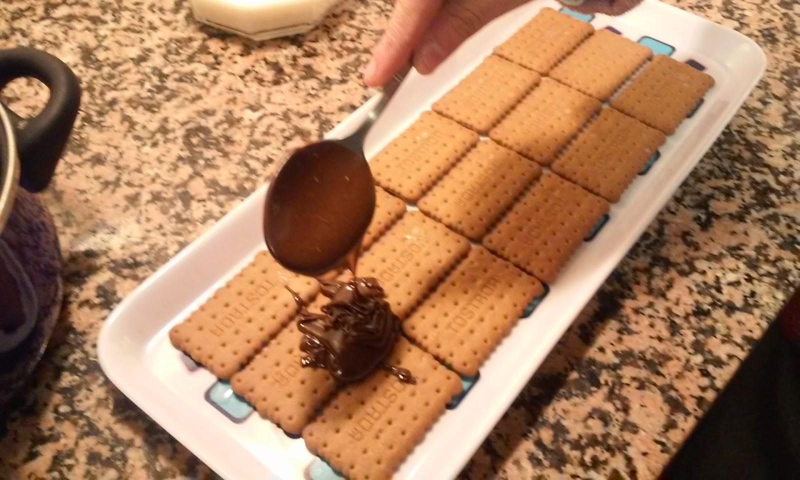 añadimos el chocolate a las galletas