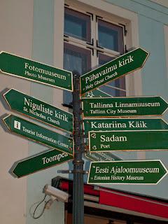 Указатель на Таллиннской Ратушной площади