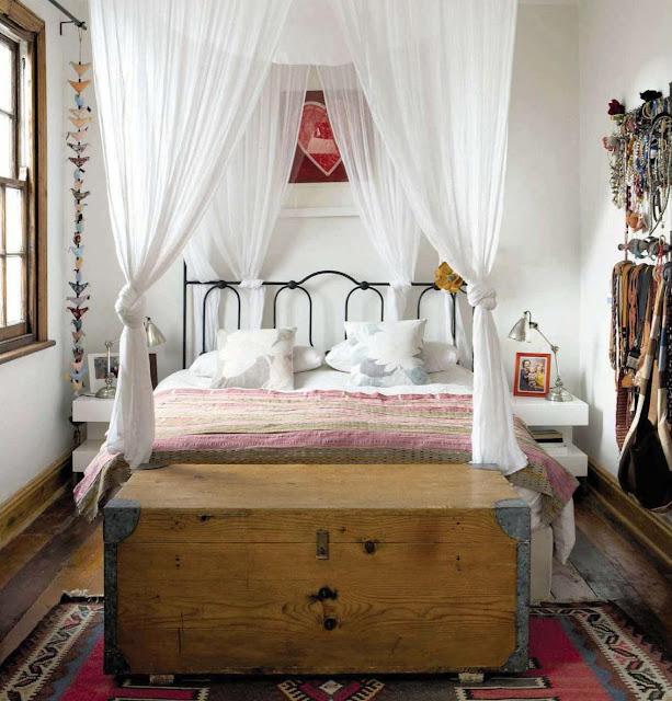 Романтическиа спальня в колониальном стиле