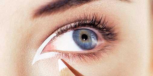 dar luz con eyeliner blanco