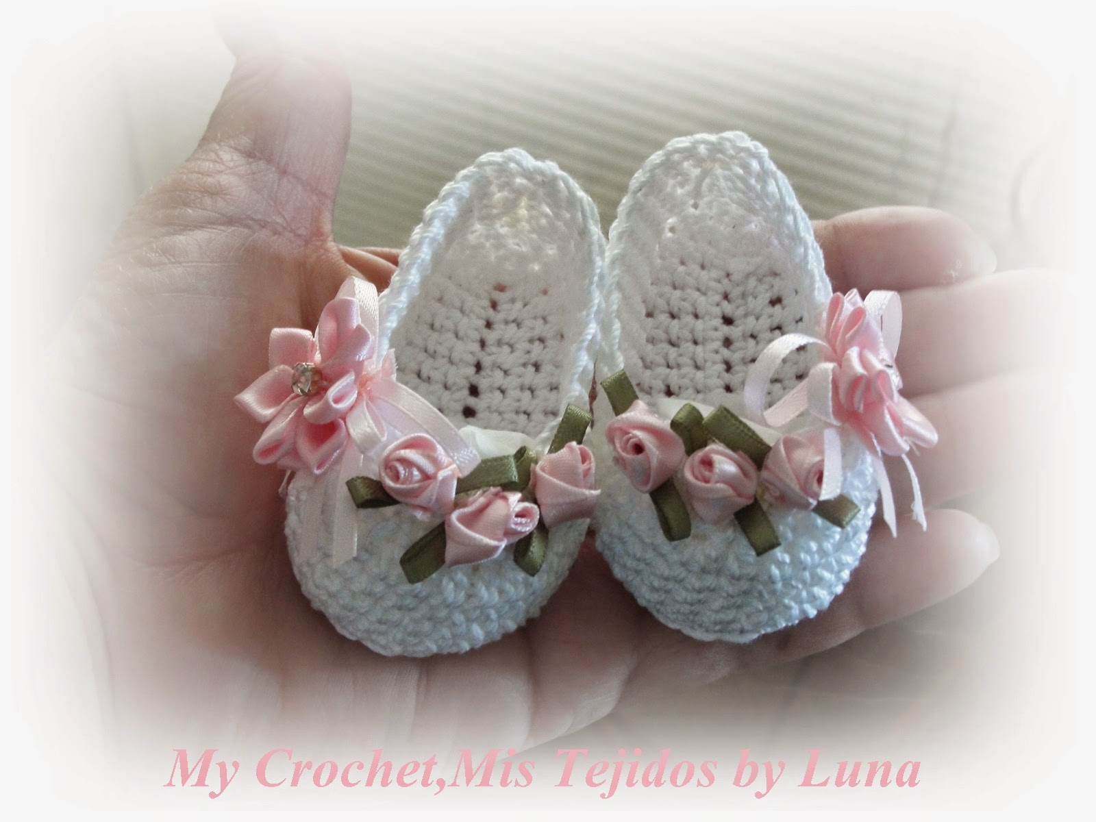 Crochet Tutorial Zapatos Bebe : Baby Booties - for a baby girl / Zapatitos para una Bebe recien nacida