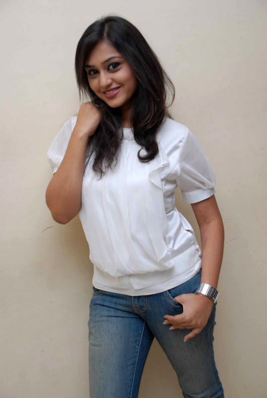 Ramya Barna  Kannada Actress Cute Stills PicsPhotos  Ramya Barna Wiki glamour images