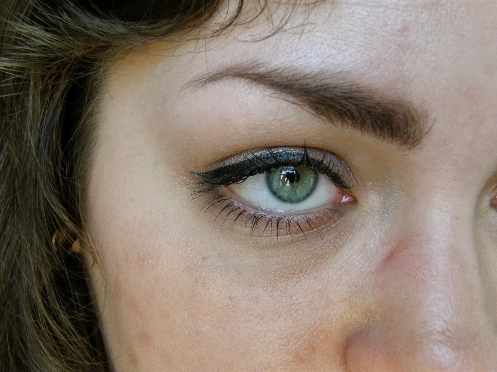 Eye liquid