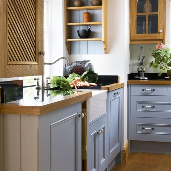 Step inside a well planned country kitchen luxury designs 2013 for Country style kitchen handles