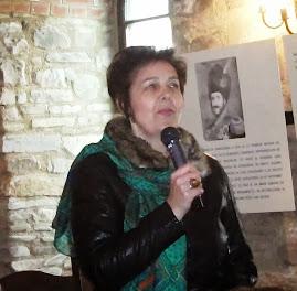 """Insp. Prof. Elena Preda prezentând comunicarea la simpoz.  """"Străjerii Cetăţii Neamţ"""", 5.10.2013..."""