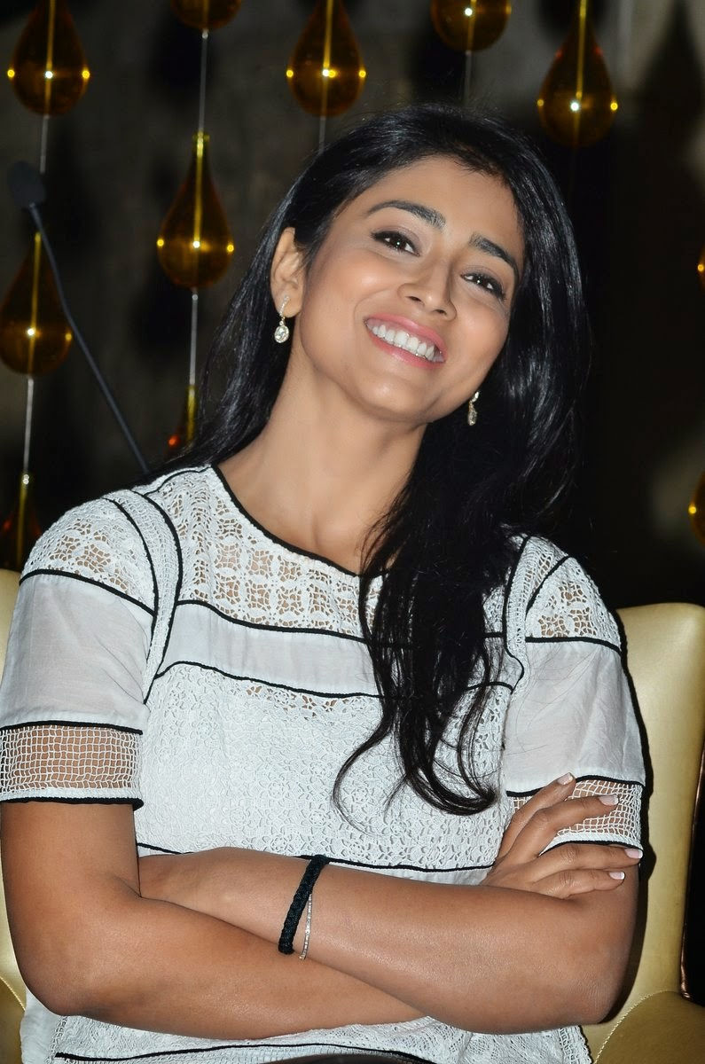 Shriya Saran Attends Launch Event of 94.3 Radio One