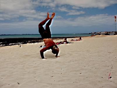 how to work up to handstand pushup