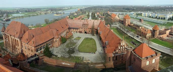 curte interioara castelul malbork