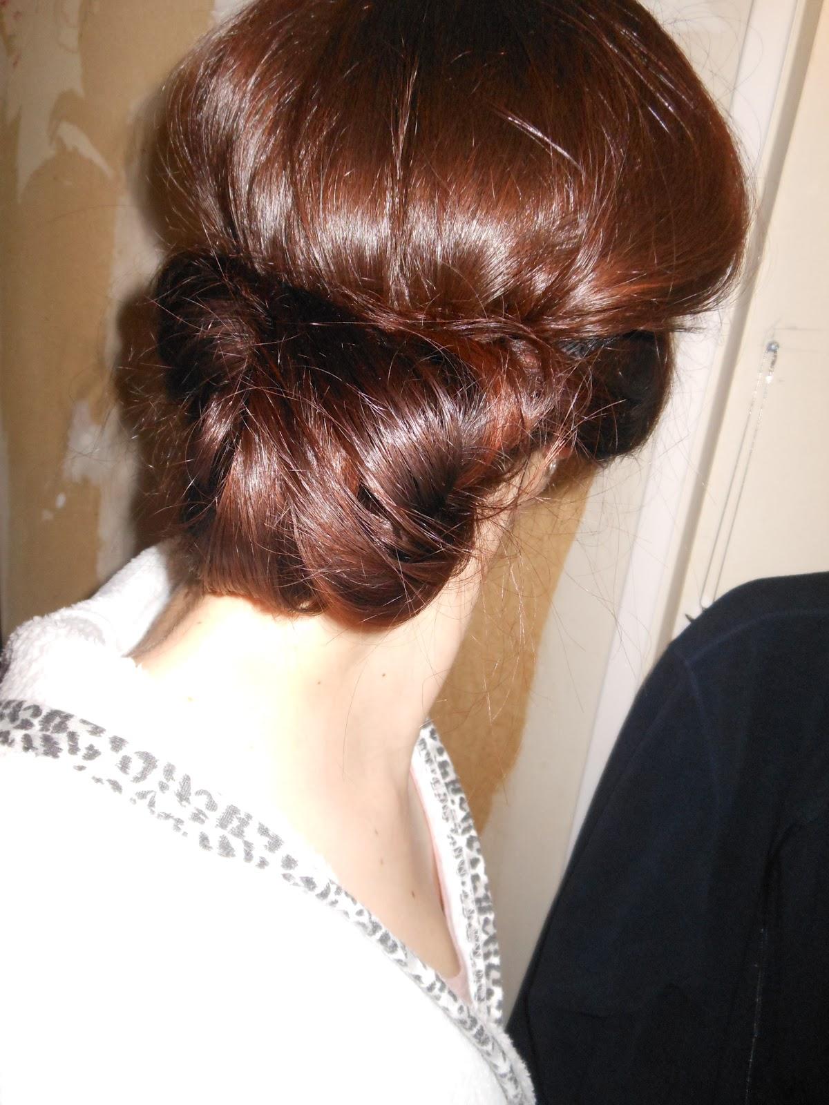 Pousse de cheveux rapide et naturelle: Chignon romantique avec headband
