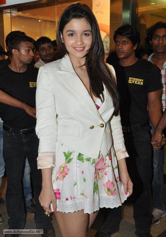 Aliya+Bhatt+-+BollywoodGo+(3)