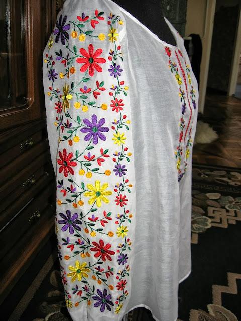 Вишита жіноча блуза від Руслани Равлюк з Бучача на Тернопільщині