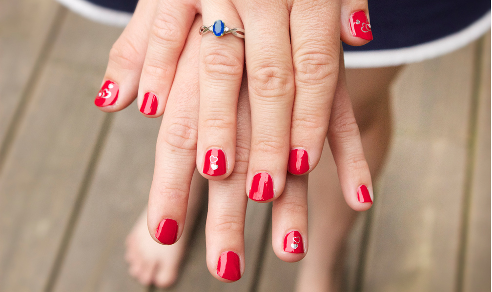 easy fourth of july manicure by Quiet Lion