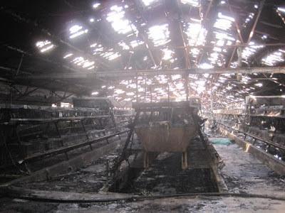 Brand in fabriekshal. De machines blijken vantevoren te zijn vervangen door schroot.