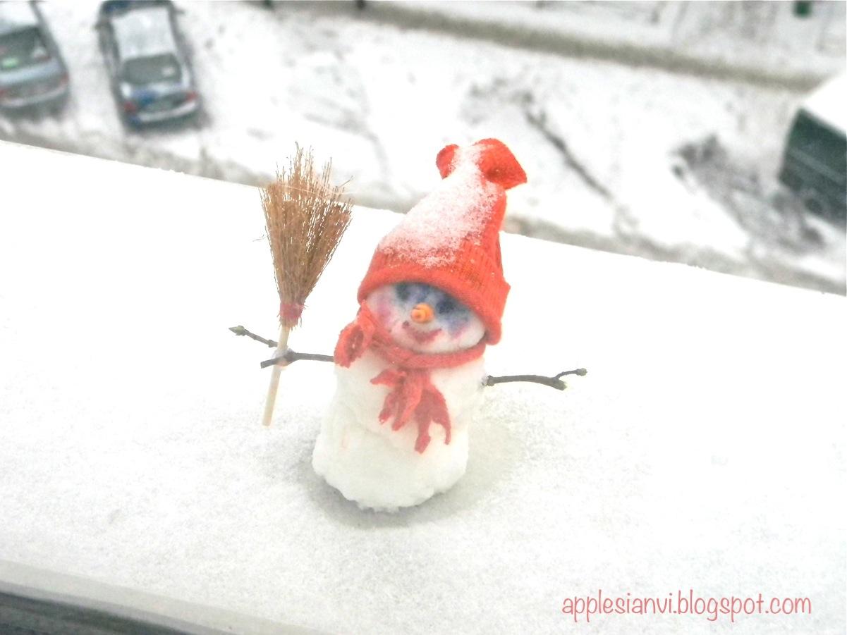 Как сделать снеговика своими руками из подручного материала