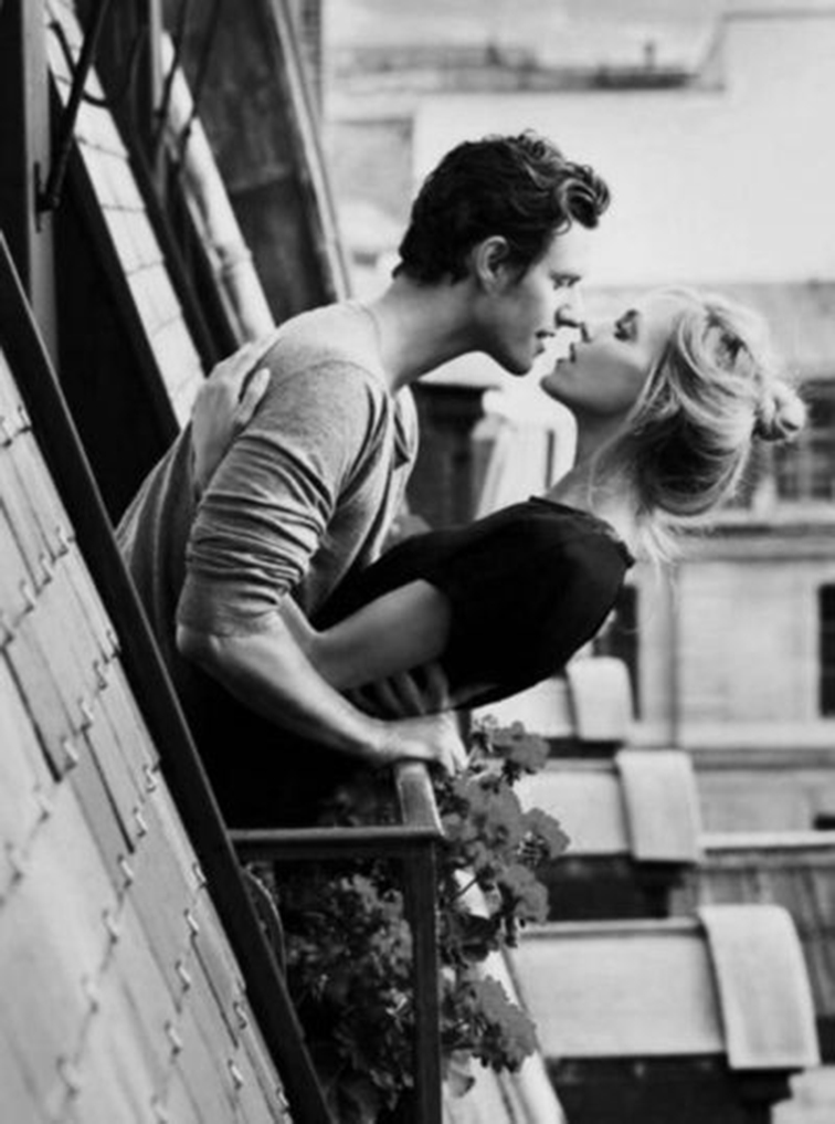 Anja Rubik and Sasha Knezevic, married models, couple, romance, rooftop kiss, Paris