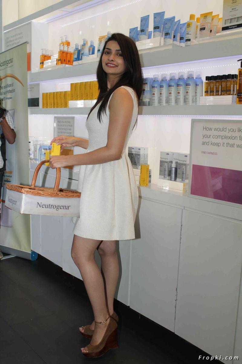 Beautiful Actress Portal: Prachi Desai Launch Neutrogena ... Alessandra Ambrosio Neutrogena