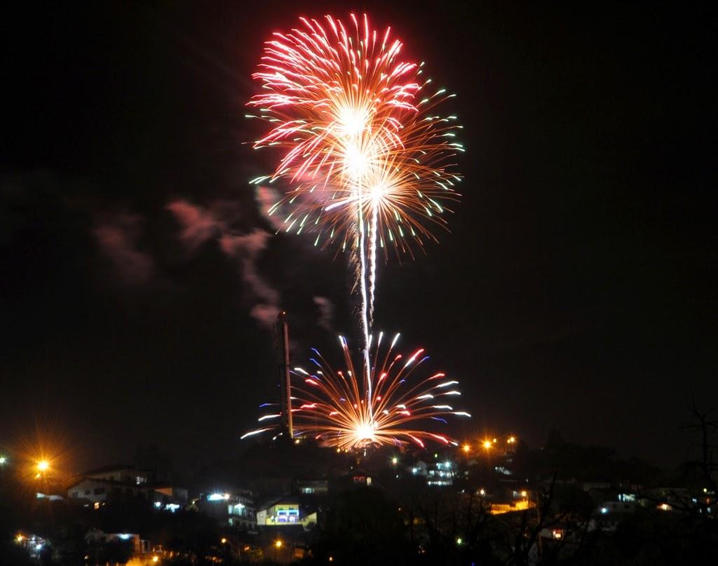 Queima de fogos dá boas vindas a 2015 em Teresópolis