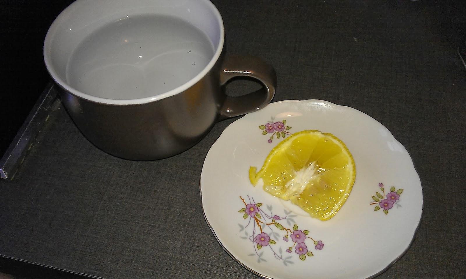 je cuisine light eau chaude citronn e astuceminceur6. Black Bedroom Furniture Sets. Home Design Ideas