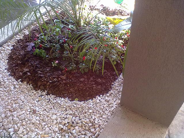 Jardines piedras blancas for Jardines pequenos con piedras blancas