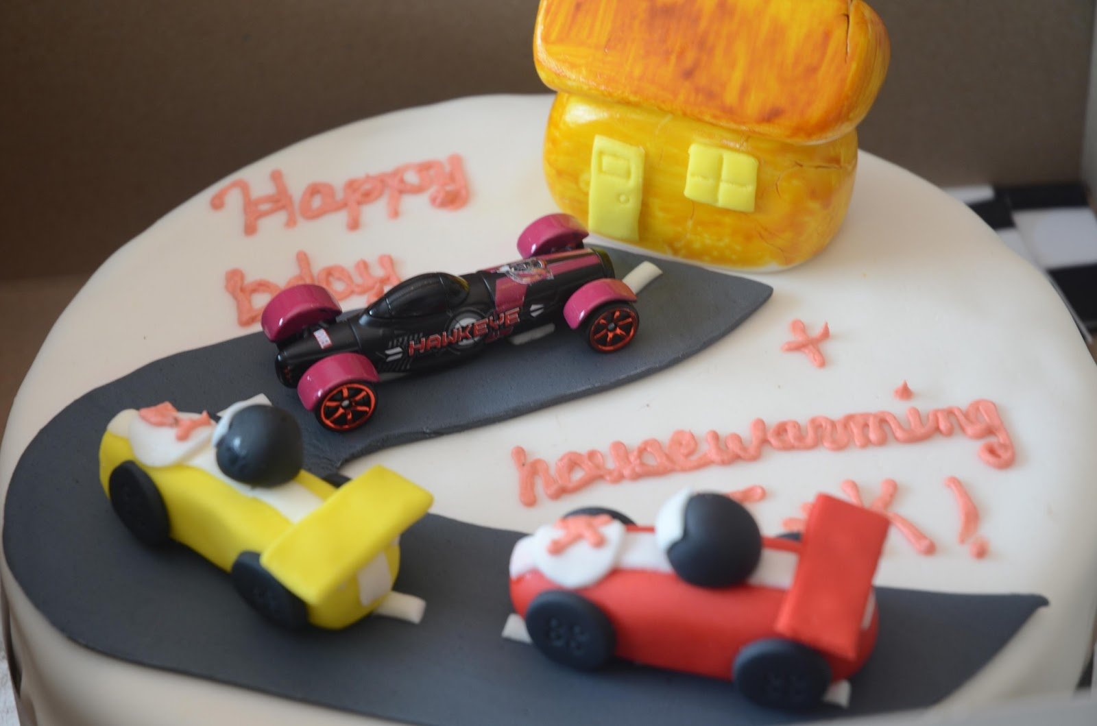 Car With Checkered Flag Cake Pans