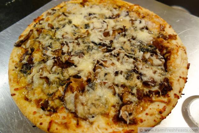 http://www.farmfreshfeasts.com/2013/03/mushroom-medley-with-caramelized-onion.html