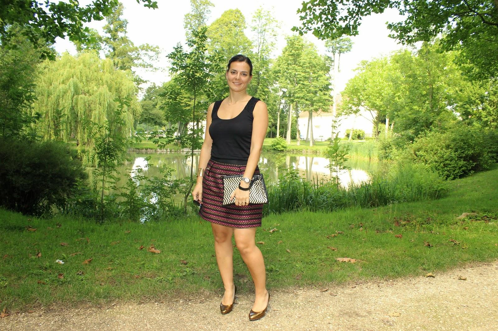 jupe jacquard comptoir des cotonniers, top Naf Naf, pochette Primark