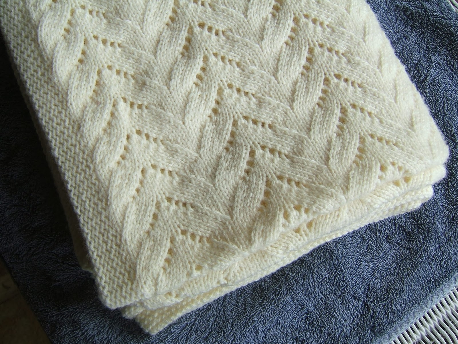 Knitting Threads : Aussie knitting threads lace throw rug