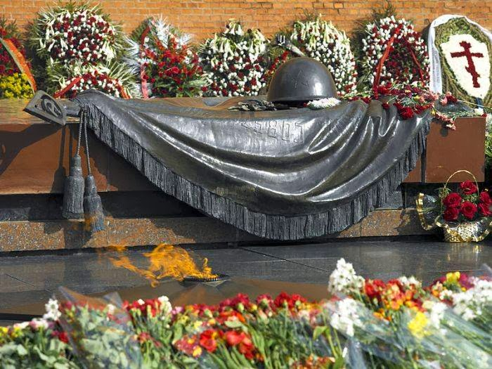 Tomb of the Unknown Soldier, Alexander Garden in Moscow, Russia