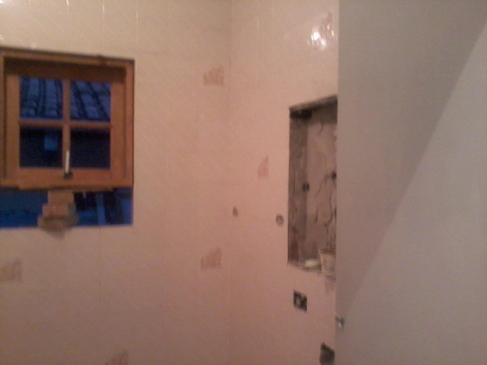 reforma do banheiro também foi muito radical assim como toda a  #8B5840 1600x1200 Banheiro Bege Com Faixa