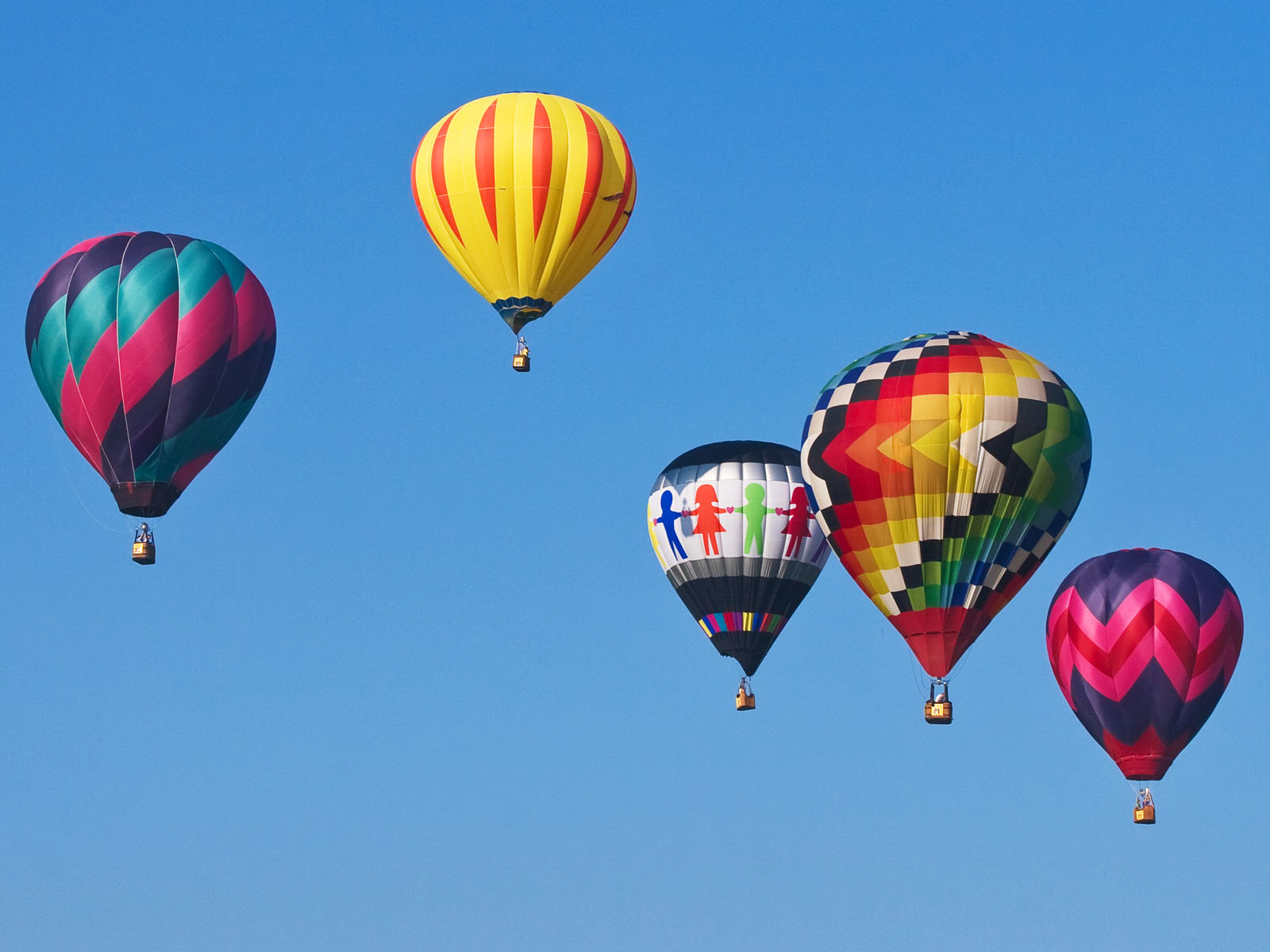 http://4.bp.blogspot.com/-hqTWK-vPYos/TrM32gimtOI/AAAAAAAADUI/7ya-sGmxaZc/s1600/1271813090_1600x1200_hot-air-balloon-wallpaper.jpg
