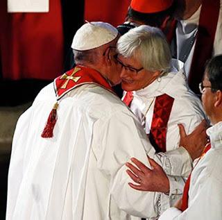 Bergoglio confirmando a los herejes que niegan los dogmas marianos.