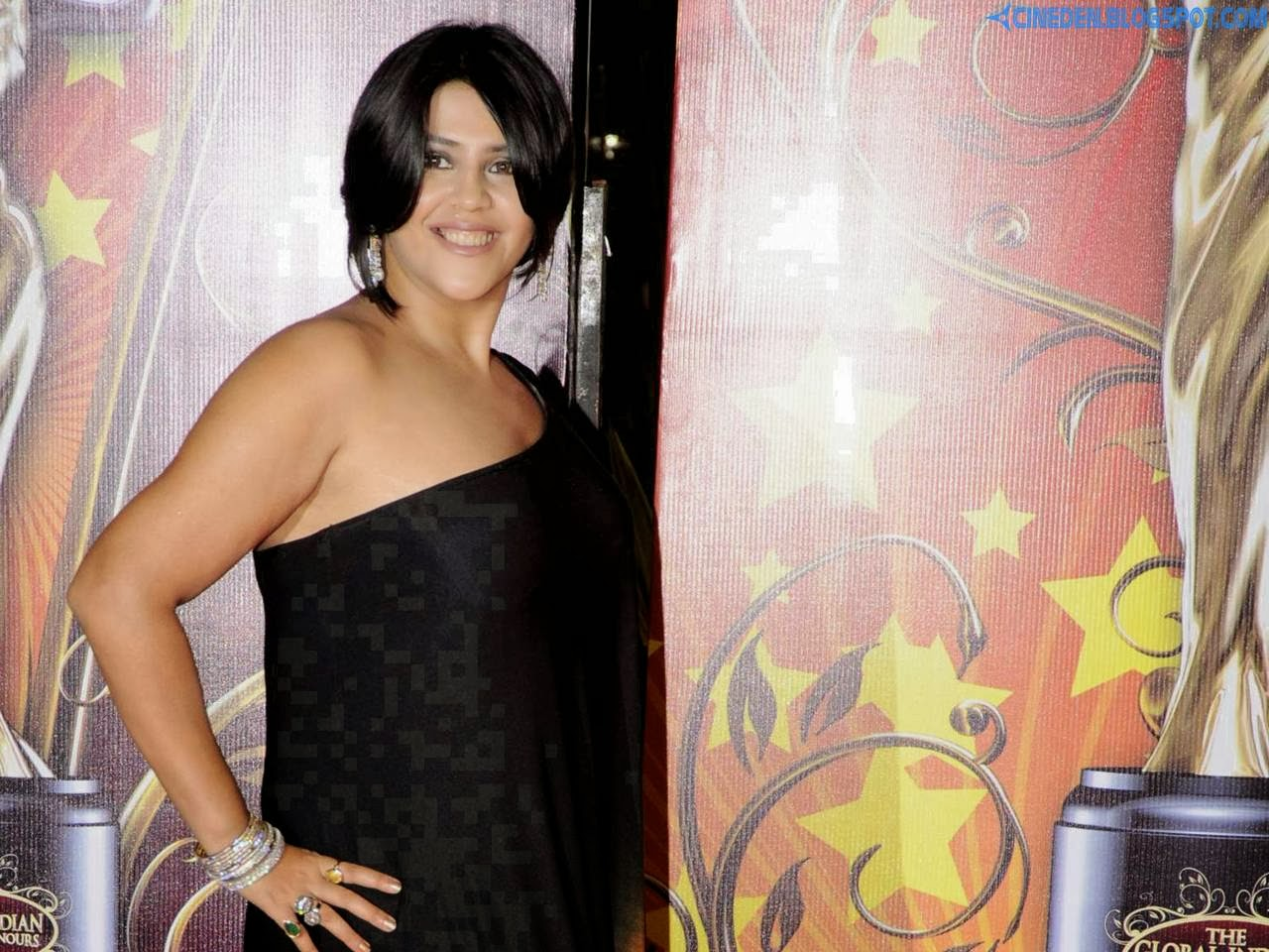 Ekta suffers sinus attack at her Diwali party - CineDen