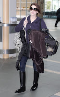 ashley-greene-confussed-at-Vancouver-International-Airport4.jpg