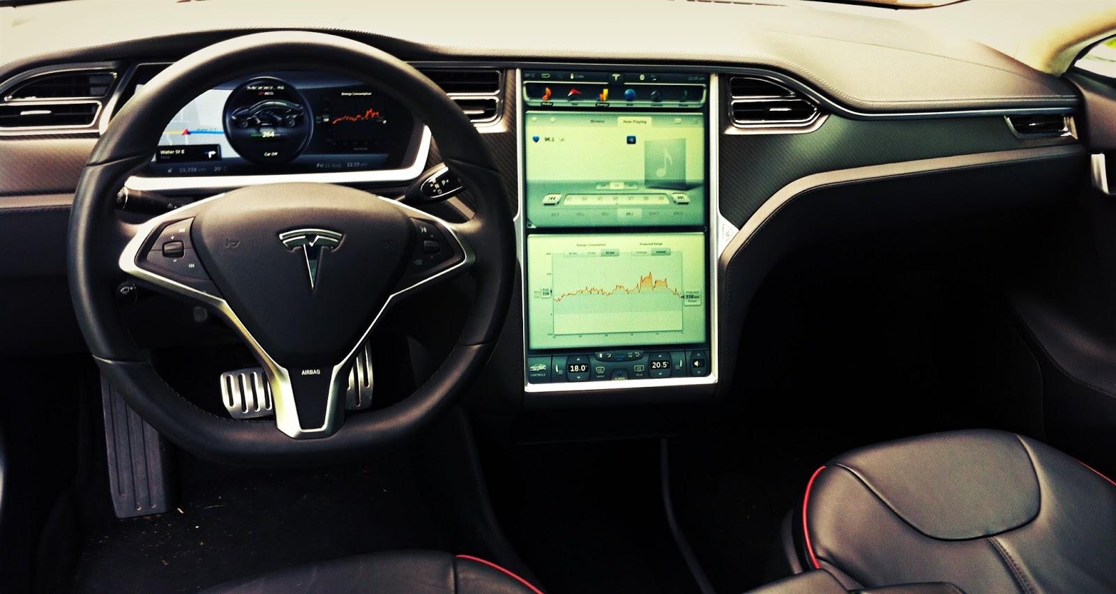 2013 Tesla Model S P85 interior