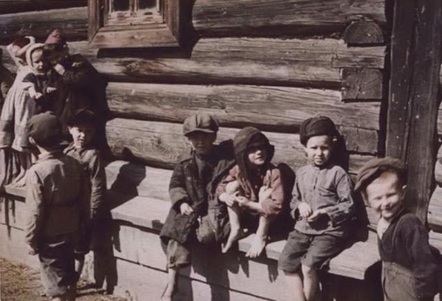 Деревенские дети. 1942 год.