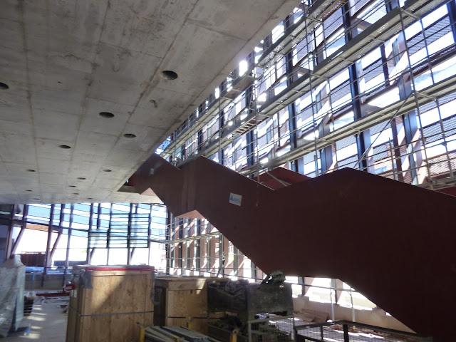 AASB visita CREAA. Escalera en el vestíbulo del Auditorio