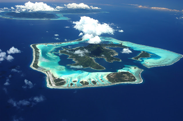 Vacation in Bora Bora Island, Tahiti, Poynesia, French, bora bora island, Beautiful Holiday Destinations, http://amriholiday.blogspot.com/, All about paradise, holiday, travel tips, and tourist resort.