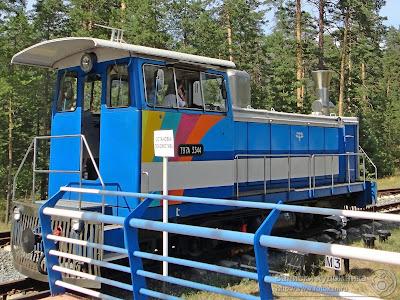 Казанская детская железная дорога, девочка управляет локомотивом
