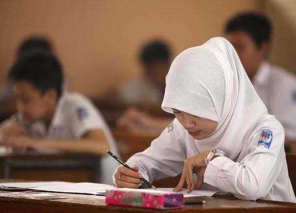 Peserta Ujian Nasional SMP 2014