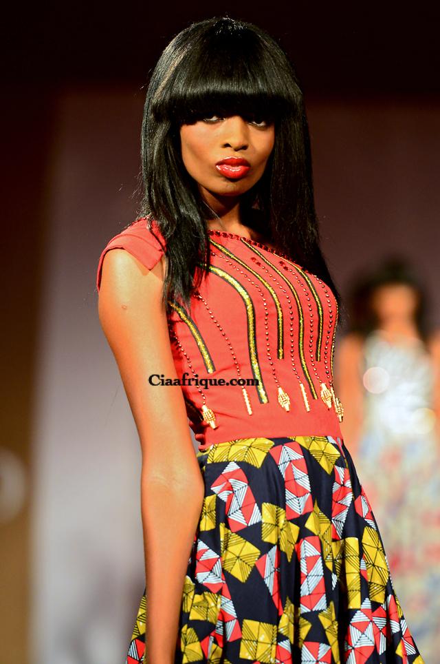 Robe en pagne par Eloi sessou styliste ivoirien lors du vlisco fashion-show a cotonou