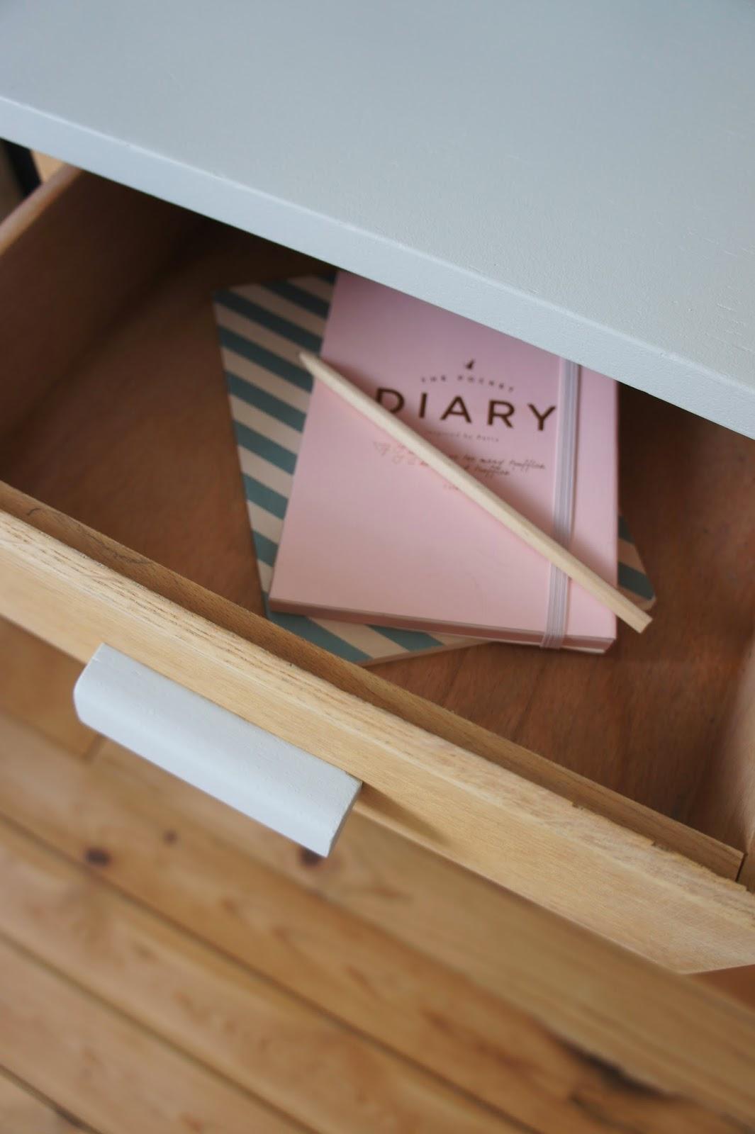 atelier petit toit le bureau pieds compas de domitille. Black Bedroom Furniture Sets. Home Design Ideas
