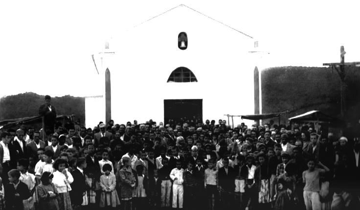 Antiga Igreja de São Pedro de Barbacena e fieis