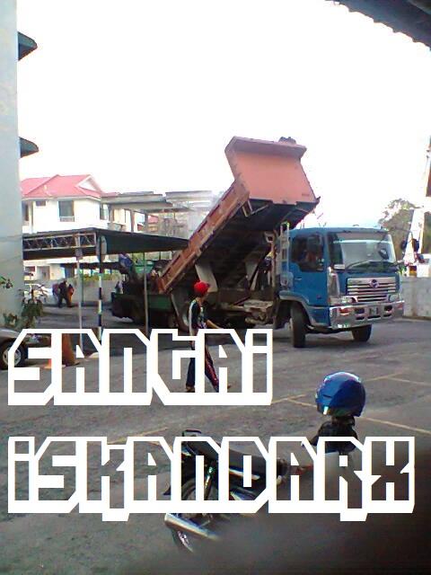 iskandarx.blogspot.com,santai,Balik Pulau,Flat ijau,Simpang 4,Penurapan tar baru di dalam Flat Ijau
