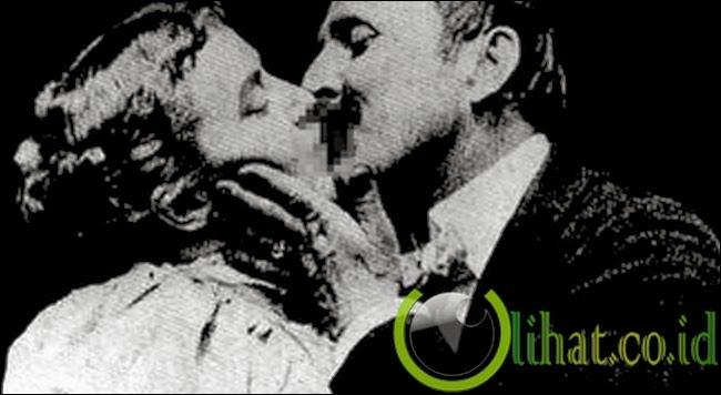 Syuting Adegan Ciuman Pertama
