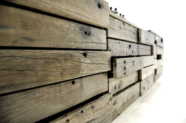 Mobilia de loja utiliza madeira recondicionada de navio chinês