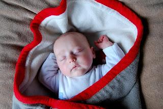 Cara Membedong Bayi Baru Lahir